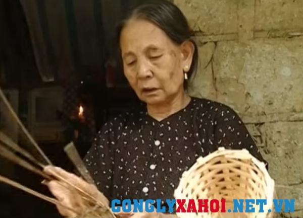 Bà Nguyễn Thị Năm (mẹ anh P.V.Q)