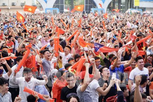 Không khí cổ động cho đội tuyển bóng đá U23 Việt Nam. Ảnh: Quang Nhựt – TTXVN