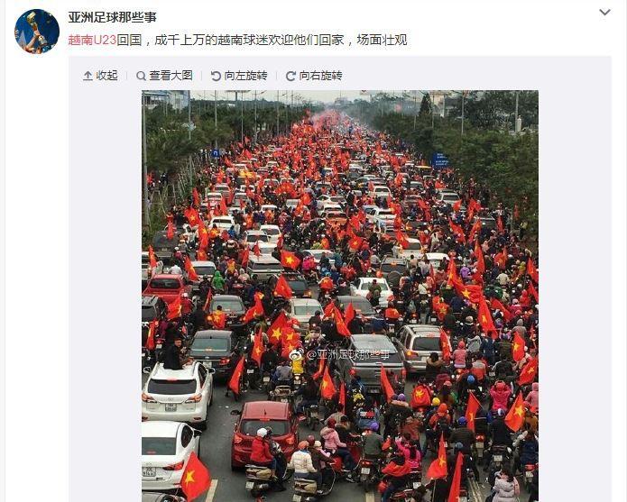 Triệu triệu người hâm mộ Việt Nam đã đổ ra đường lớn, mang theo cờ hoa chào mừng các chàng trai trở về.