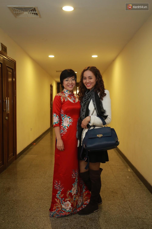 Thảo Vân vui vẻ chụp hình cùng bạn gái của Công Lý.