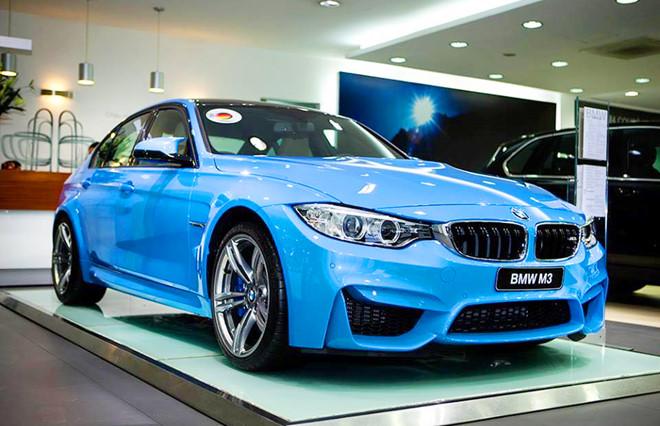 Giá xe sang BMW giảm mạnh.