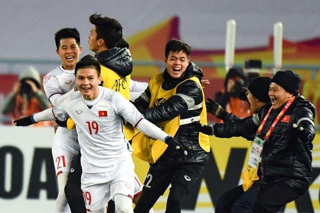 Cầu thủ xuất sắc U23 Việt Nam Quang Hải nhận 1,8 tỷ đồng tiền thưởng.