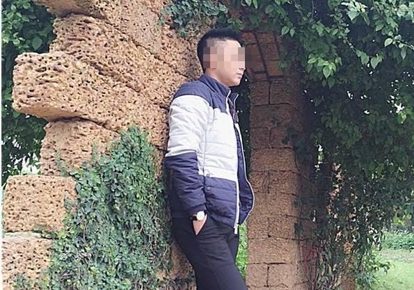 Dương Văn Tiến tâm sự, bản thân đã chứng kiến không ít những câu chuyện éo le sau ánh đèn phòng hát (Ảnh: Thanh Hải)