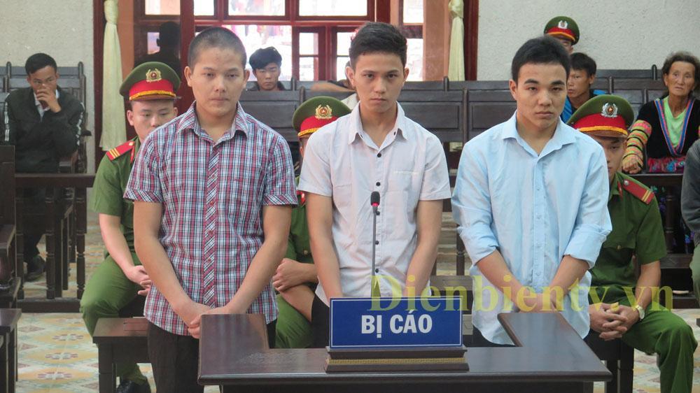 3 bị cáo: Lý A Chờ, Vừ A Sanh và Sùng A Chang (lần lượt từ trái sang)