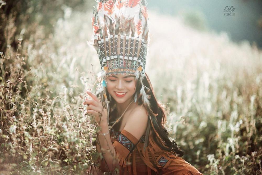 Vũ Quỳnh Trang (sinh năm 2000), có nickname là Trang Tây. Cô sinh ra và lớn lên tại mộc châu – Sơn La. Hiện cô đang là sinh viên năm nhất Trường Cao đẳng Du lịch và Thương Mại – Hà Nội.