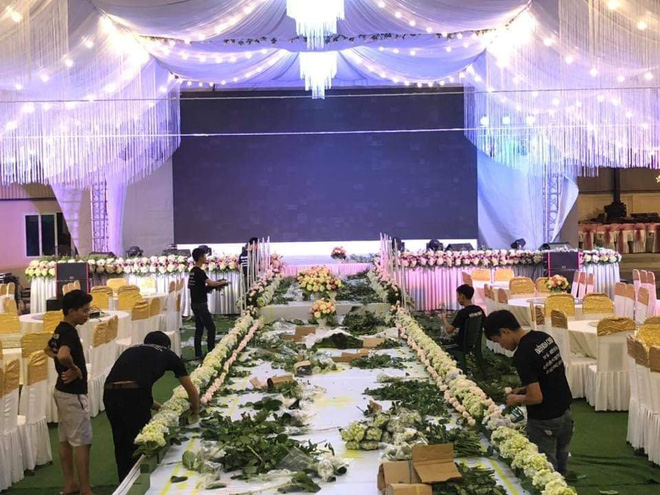 Tiệc cưới được trang trí bằng 100% hoa tươi