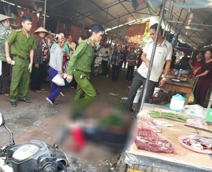 Hiện trường chị Ngọc A. bị bắn t.ử v.ong ở chợ Bến Tắm.