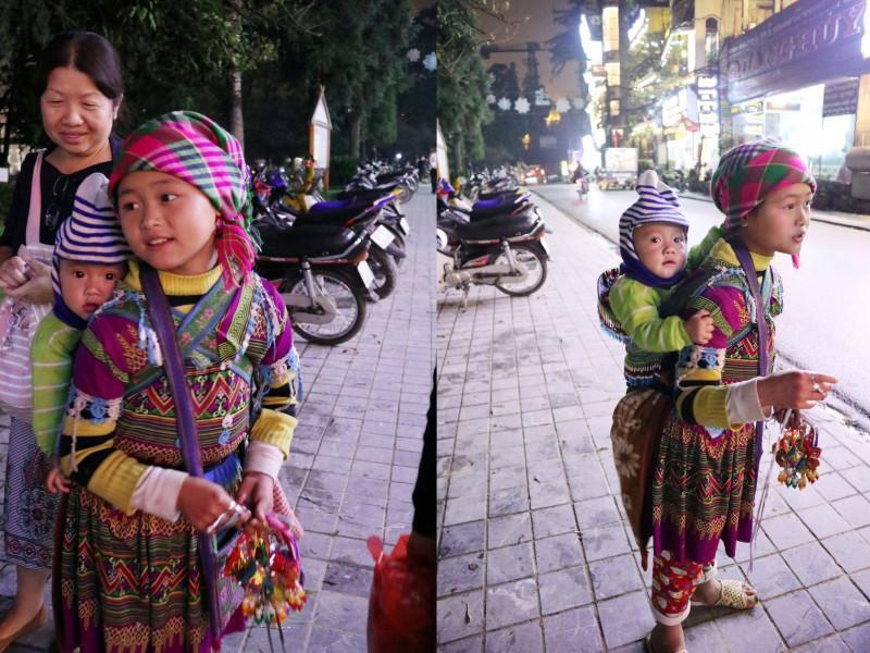 Tối nào hai chị em Mẩy cũng đi hàng nghìn bước chân chạy theo khách du lịch để bán hàng.
