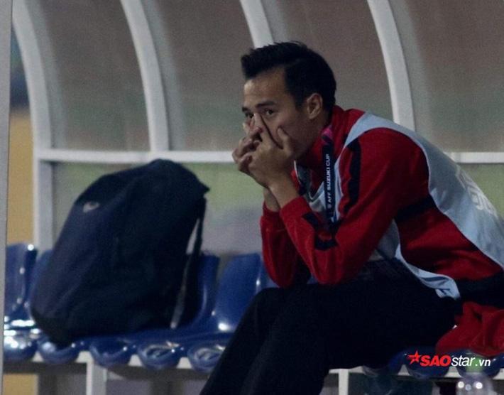 Văn Toàn bị rách sụn chêm nên chia tay AFF Cup 2018 trong nỗi buồn.