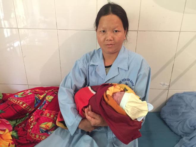Mẹ con thai phụ tại bệnh viện.