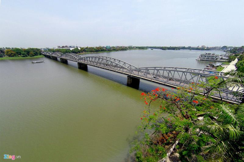 Với tuổi đời 116 năm, cây cầu như nhân chứng sống, chứng kiến nhiều thăng trầm, biến cố lịch sử.