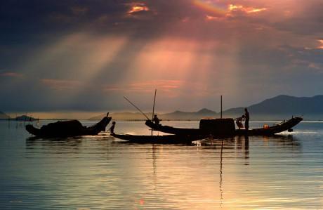 Ngắm nét bình yên, thơ mộng của sông Hương