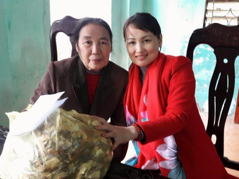 Nguyễn Thị Thành (phải) và