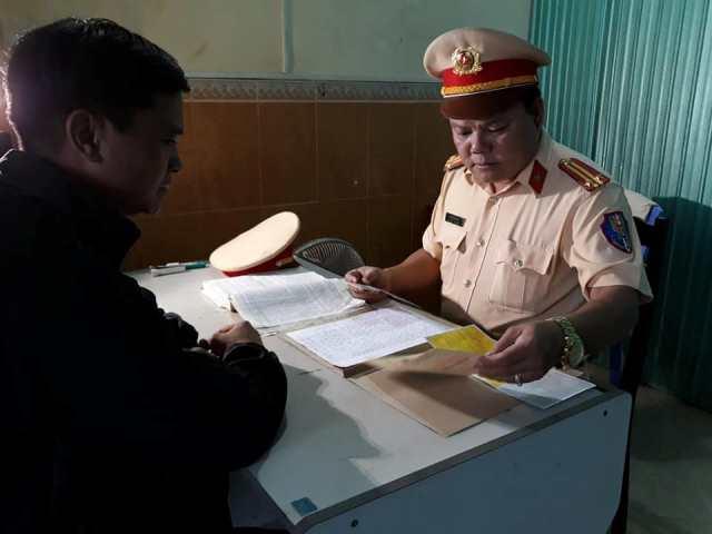 Tài xế Điền khai nhận hành vi chở gỗ lậu.