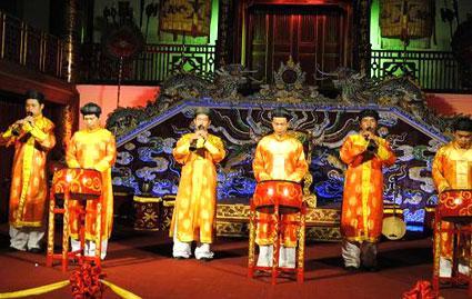 Khách du lịch đến với Huế không thể bỏ qua những chương trình thưởng thức Nhã nhạc hấp dẫn, lôi cuốn tại Duyệt Thị Đường