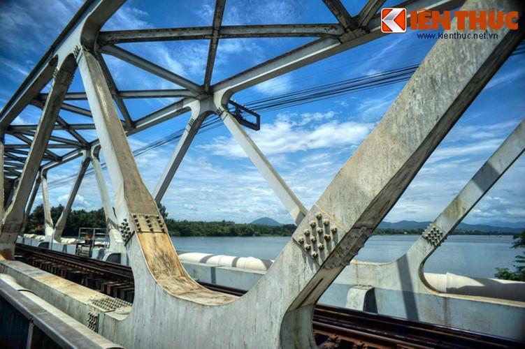 Do vậy, dù cầu Bạch Hổ và cầu Dã Viên về mặt kỹ thuật là hai cây cầu độc lập, người dân Huế vẫn gọi chung hai cây cầu này là