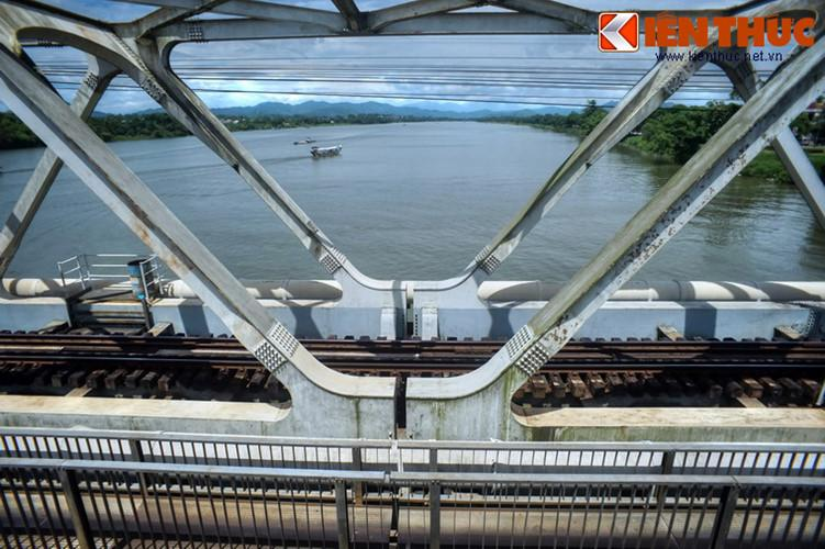 Cây cầu này cũng là một di tích quan trọng gắn với nhiều thăng trầm lịch sử của xứ Huế và cả lịch sử phát triển của ngành đường sắt Việt Nam.