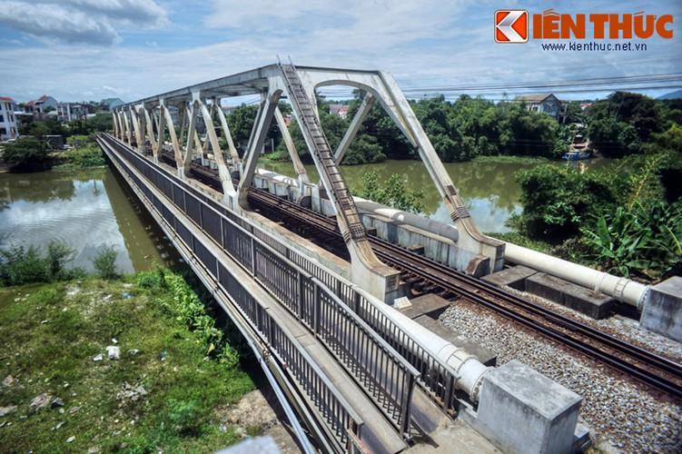 Cầu Dã Viên nối cồn Dã Viên với bờ Nam sông Hương thuộc phường Phường Đúc, gần ga Huế, dài 102,7 m.