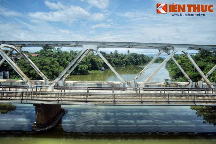 Một dự án cải tạo quy mô cầu Bạch Hổ do Nhật Bản tài trợ và được chính phủ Việt Nam phê duyệt, bắt đầu triển khai thực hiện từ năm 1998, hoàn thành năm 2000.