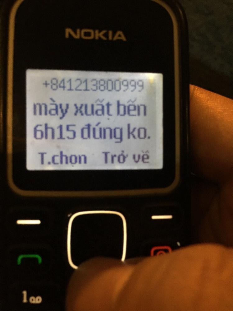 Ông T. bị số điện thoại 01213800999 (được xác định là một trong số các chủ xe ô tô 7 chỗ chạy chui tuyến Huế-Đà Nẵng) nhắn tin đe dọa, hủy hoại tài sản. Ảnh chụp lại điện thoại