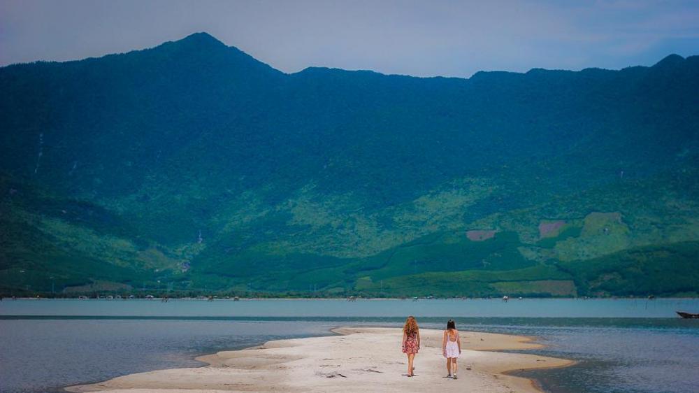 Ở Huế cũng có con đường giữa biển- ảnh @hongdang92