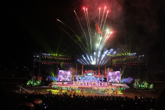 Tiết mục pháo hoa trong chương trình nghệ thuật bế mạc Festival Huế 2018