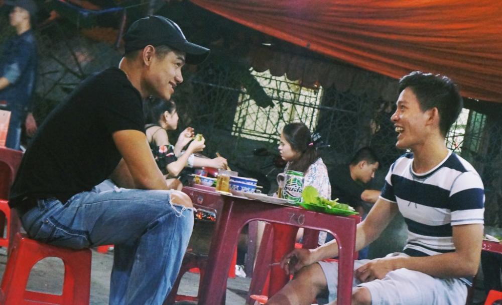 Nướng cay phố Bà Triệu là điểm hẹn ẩm thực bình dị, dân dã, đủ món hấp dẫn để khách lui tới và trải nghiệm.