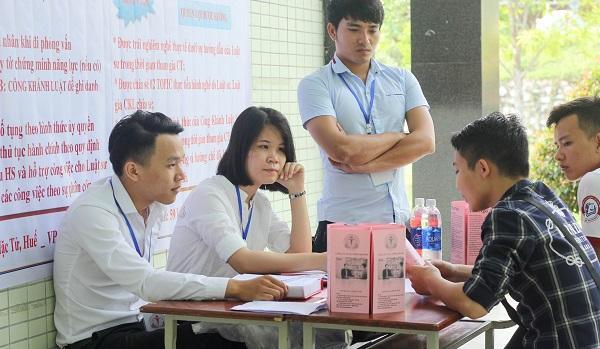 Gặp gỡ trực tiếp các chuyên gia chia sẻ kinh nghiệm giúp sinh viên có cơ hội tìm kiếm việc làm ngay sau khi ra trường.