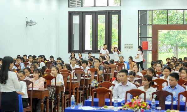 Đến tham gia ngày hội có rất đông các bạn sinh viên, đặc biệt là những sinh viên sắp ra trường – những người đang rất cần các các kỹ năng trong việc tìm kiếm việc làm.