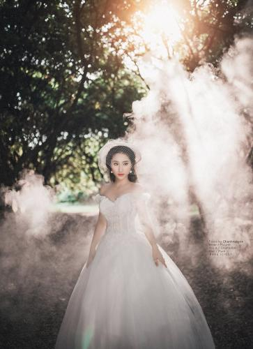 Vẻ đẹp dịu dàng của cô dâu được nhiếp ảnh gia lột tả trọn vẹn. (Nguồn: Fb Áo cưới MaiA)