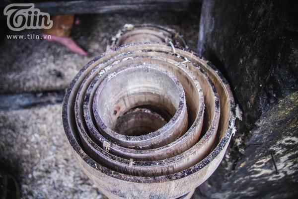 Một khoanh gỗ sau khi tiện xong sẽ được các dạng thân trống khác nhau tạo ra nhiều kích cỡ.
