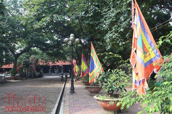 Đền Đậu An không chỉ nổi tiếng với kiến trúc độc đáo và bề dầy lịch sử. Đặc biệt là cảnh đánh hổ được diễn ra vào ngày mùng 8/4 âm lịch vô cùng hấp dẫn, thu hút hàng nghìn người tham dự.