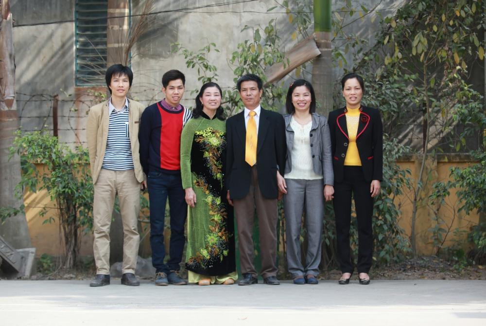 Gia đình ông Đáp bà Liên và 4 người con