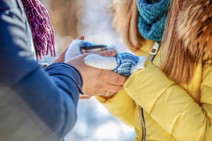 Tặng găng tay như nhường tình yêu của mình cho người khác.