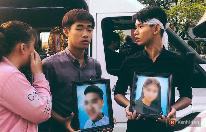 Xe tang đưa thi thể 3 người trong gia đình về thăm lại chung cư Carina: Đến nhà rồi con ơi! Con nhìn nhà mình lần cuối rồi đi…