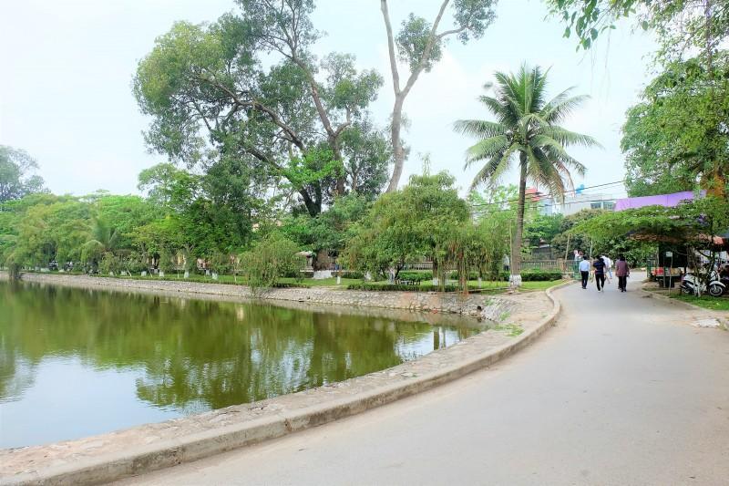 Từ Thủ đô Hà Nội về đến thành phố Hưng Yên chỉ khoảng 60 - 64km, do đó bạn có thể lựa chọn đi ô tô hoặc xe máy