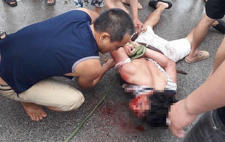 Người đàn ông bị đánh đập được cho là kẻ bắt cóc trẻ em ở huyện Văn Giang