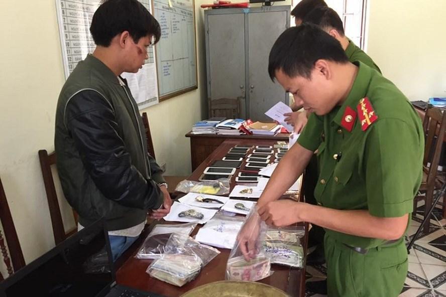 Đối tượng Trần Văn Phương tại cơ quan điều tra. Ảnh: Công an tỉnh Hưng Yên.
