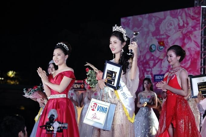 Chu Thị Thu Huyền - Hoa khôi Đại học Tài nguyên và Môi trường Thu Huyền sinh năm 1999 tại Hà Nội, là sinh viên năm nhất ngành Quản trị Dịch vụ Du lịch và Lữ hành. Thu Huyền từng đoạt giải nhì cuộc thi Tài năng pháp luật cấp thành phố khi còn học cấp 3.
