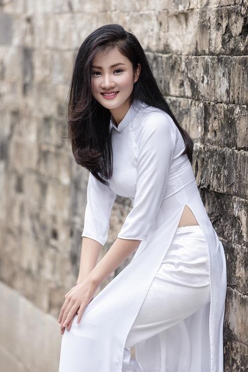 Huyền có niềm đam mê đặc biệt với trang phục áo dài. Khi rảnh rỗi, cô nàng thử sức với vai trò mẫu ảnh.