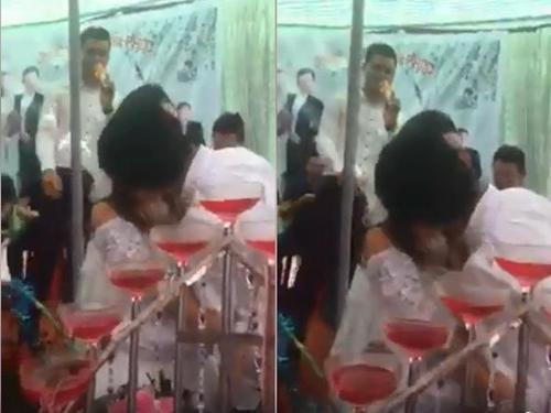 Chú rể Đại Vệ không ngần ngại trao cho cô dâu Hiền Lương nụ hôn nồng thắm trước sự chứng kiến của quan viên hai họ.