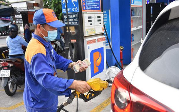 Xăng, dầu tăng giá từ 15 giờ hôm nay 10-9