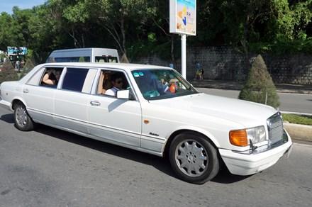 Xe Daimler sản xuất năm 1983, một trong 4 chiếc xe đầu tiên loại này của Bộ Ngoại giao Việt Nam