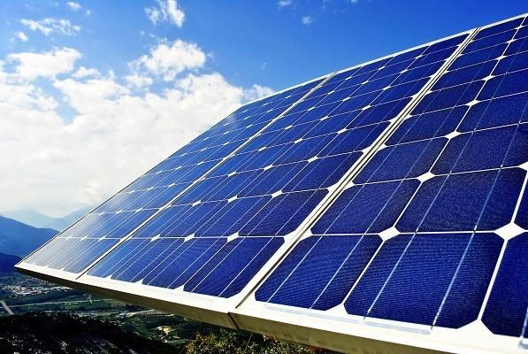 Dự án Nhà máy điện mặt trời Vạn Ninh có tổng công suất 100MW, cung cấp sản lượng điện mỗi năm gần 160 triệu kWh, với nguồn vốn đầu tư trên 2.400 tỷ đồng.