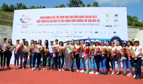 Thí sinh tham gia Miss ASEAN 2017 Phú Yên thăm hầm Đèo Cả.