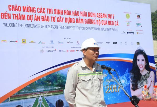 Nguyễn Tấn Đông, Phó TGĐ Công ty CP Đầu tư Đèo phát biểu chào mừng các thí sinh dự thi Hoa hậu Hữu nghị ASEAN 2017 đến thăm hầm đường bộ Đèo Cả