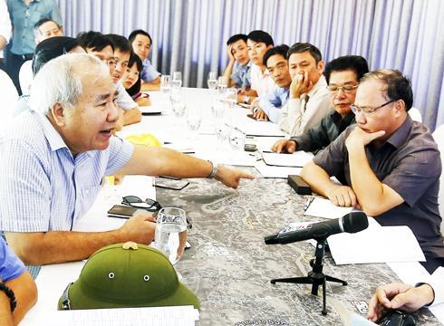 Ông Đào Công Thiên (bìa trái) và các sở, ngành làm việc với đoàn công tác Bộ Nông nghiệp và Phát triển nông thôn