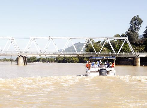 Đoàn công tác Bộ Nông nghiệp và Phát triển nông thôn kiểm tra địa điểm dự kiến đầu tư đập ngăn mặn trên sông Cái Nha Trang