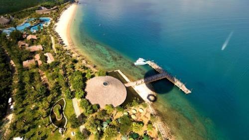 Đảo Hòn Tằm có vẻ đẹp hoang sơ. Ảnh: iVIVU