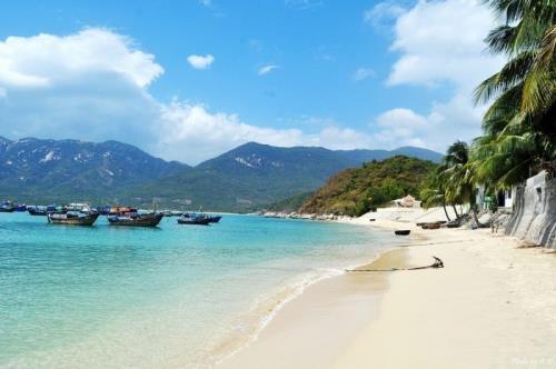 Vịnh Ninh Vân có thể được coi là vị trí đẹp thuần khiết nhất của Nha Trang. Ảnh: DMA NEWS